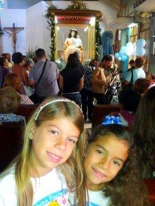 Las niñas y la Divina Pastora