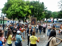 Danzando frente al templo de Santa Rosa