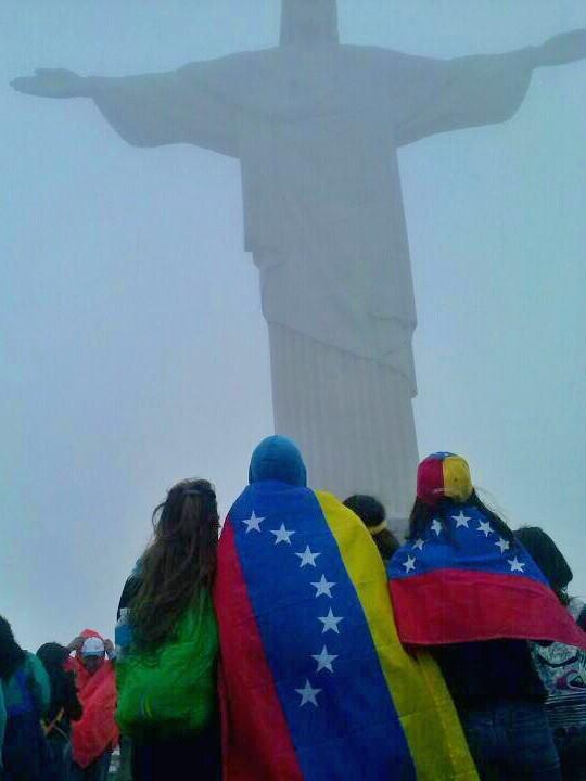 Peregrinos venezolanos ante Cristo Redentor