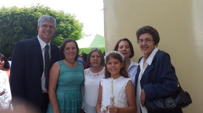 Con sus padres y catequistas.